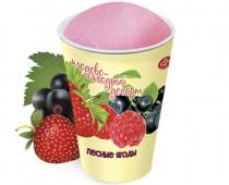 Десерт с ароматом лесных ягод в бумажном стаканчике