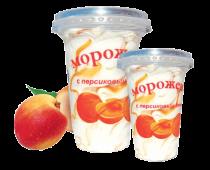 Ванильное мороженое с персиком в пластиковом стакане